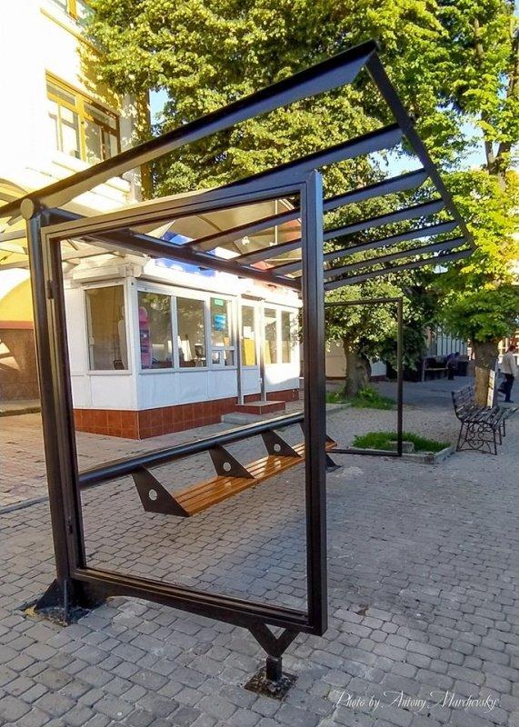 У Тернополі оновлюють зупинки громадського транспорту