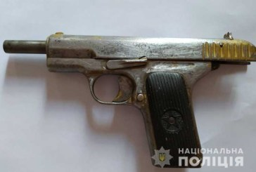 На Тернопільщині взяли під варту чоловіка, який торгував зброєю