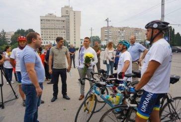 У Тернополі учасники велопробігу ветеранів війни вшанували пам'ять загиблих Героїв (ФОТО)