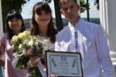 Весільний рекорд: півсотні вишитих речей на весільній церемонії зібрали родини молодят Володимира Гоцка та Ольги Коропчук у Тернополі (фото)