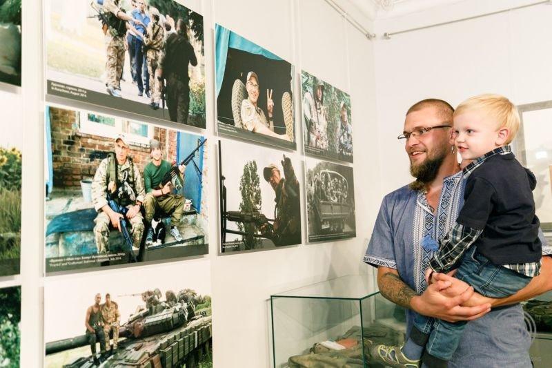 У Тернопільському обласному художньому музеї відкриють виставку, присвячену шостій річниці Іловайської трагедії