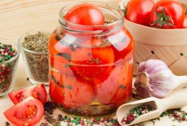 Маринуємо і квасимо помідори: 12 оригінальних рецептів літніх консервацій