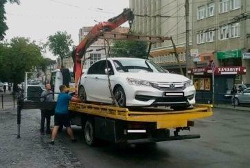 У Тернополі на арештмайданчик евакуювали понад півсотні машин