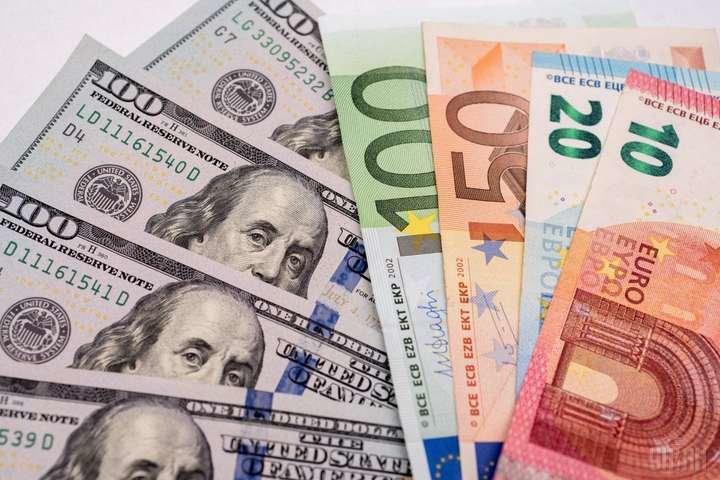 У понеділок долар і євро подорожчали