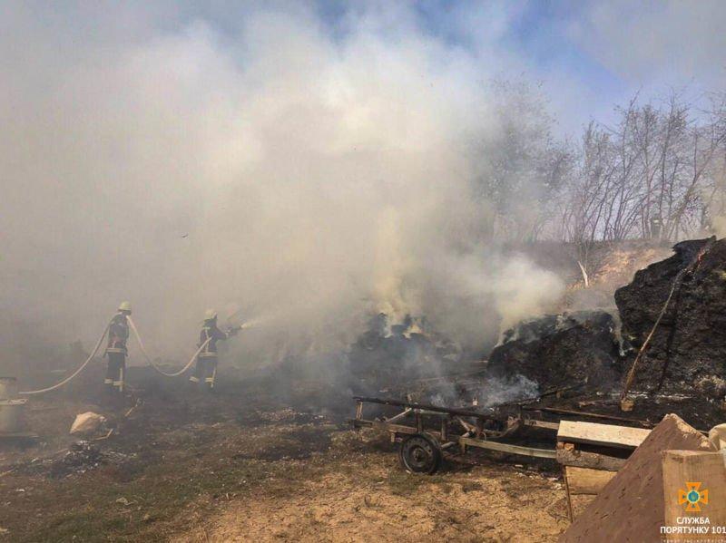 У Заліщицькому районі згоріло 600 тюків соломи (ФОТО)
