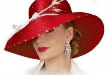 Сіра мишка в червоному капелюшку