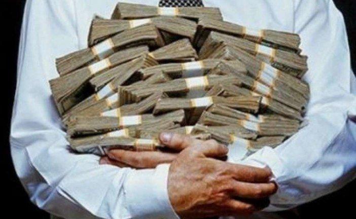 З «космічної» платні українських чиновників зняли карантинні обмеження, а малий та середній бізнес – на старті виживання