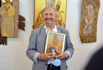 З янголом на плечі:  у Тернополі відкрили виставку відомого художника-іконописця з Чорткова Володимира Шерстія (фото)