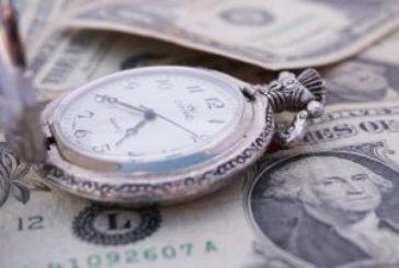 Долар і євро далі ростуть у ціні