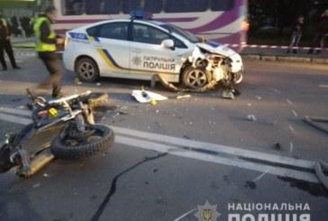 У Тернополі мотоцикліст-утікач врізався в авто патрульних