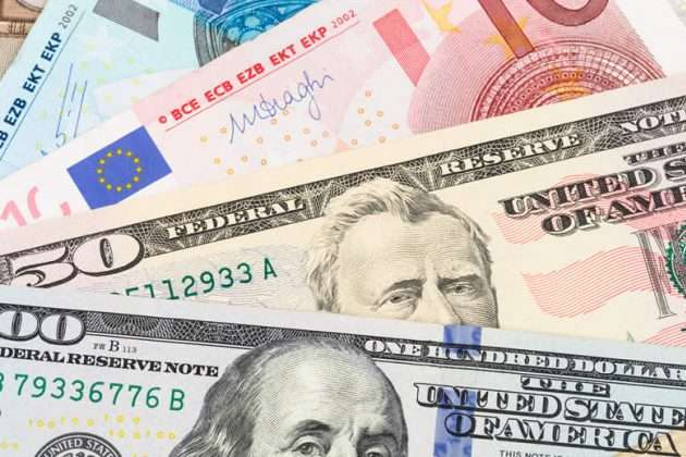 Долар і євро подорожчали на 2 копійки