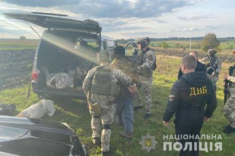 На Тернопільщині колишній міліціонер торгував зброєю (ФОТО)