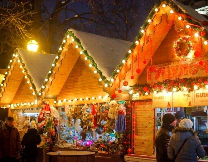 Тільки ялинка чи міські забави: тернополяни можуть проголосувати, чи хочуть новорічних святкувань у карантин