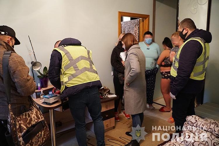 У Тернополі викрили сутенершу та її «підопічних» (ФОТО)