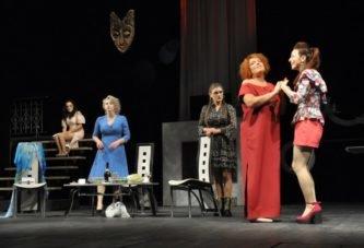 Про чоловіків, жіноче щастя і пошуки кохання: Тернопільський драмтеатр запрошує тернополян на прем'єру провокаційної комедії 18+ «Естроген»