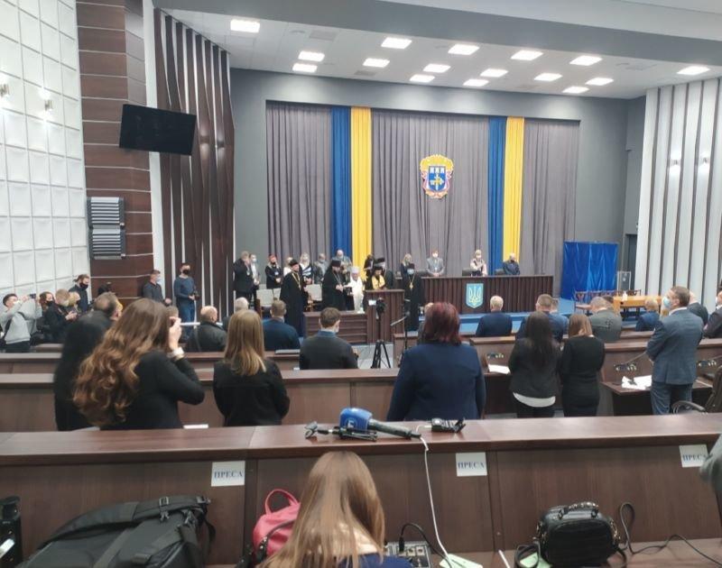 Новообрані депутати Тернопільської обласної ради зібралися на сесію (фото)