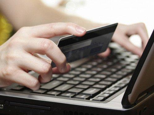 Ні ноутбука, ні мобілки, ні одягу: інтернет-шахраї «кинули» жителів Тернопільщини
