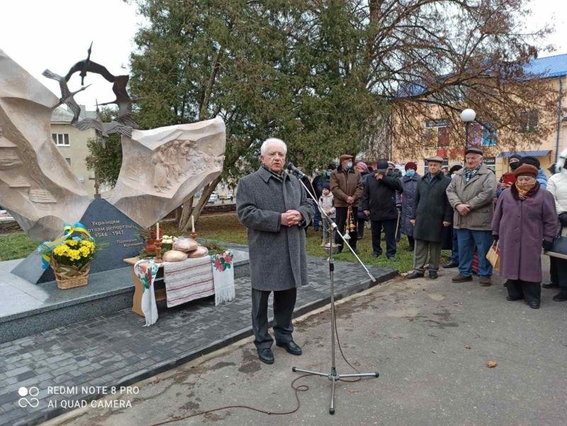 Біль і печаль, пронесені крізь роки: у Козові встановили монумент у пам'ять українців, яких депортували у 1944–1947 роках з Польщі (фото)