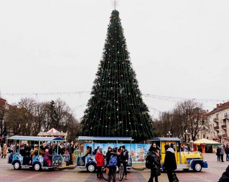 Доки в Тернополі діятиме новорічне містечко