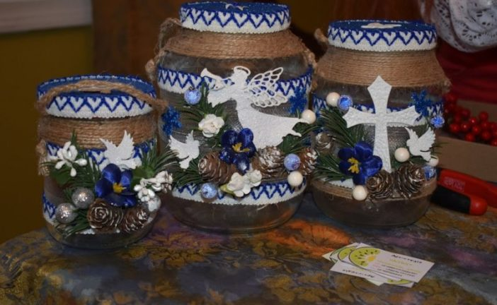 У Кременці на Тернопільщині навчали оздоблювати посуд для освячення води