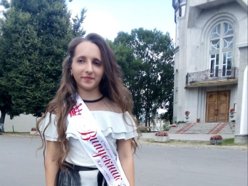 Дюймовочка з Тернопільщини: дівчина із рідкісним діагнозом пише книжки та радіє життю
