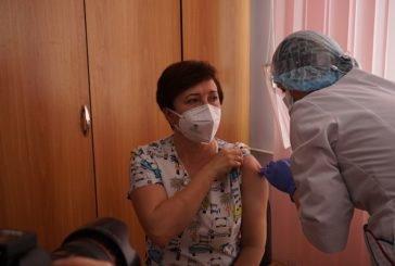 Хто на Тернопільщині отримав першу вакцину від COVID-19