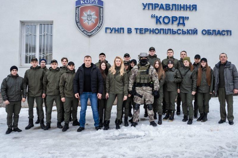 Студенти ЗУНУ тренуються разом з правоохоронцямна базі спецназу