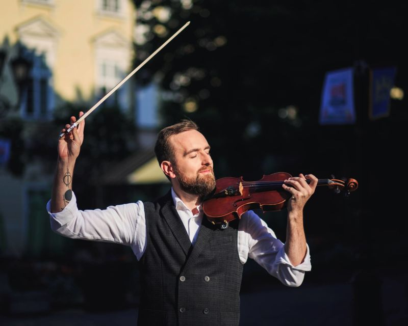 """Олександр Божик: """"Спочатку грати на чотирьох скрипках одночасно було дуже складно. Зараз роблю це з легкістю"""""""