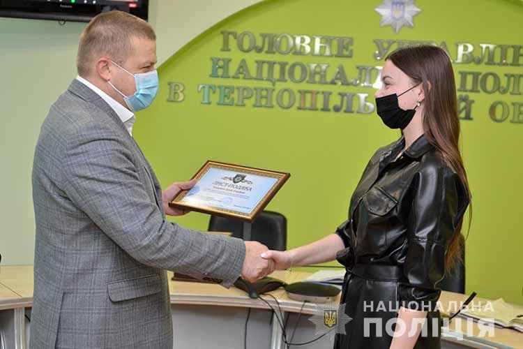 На Тернопільщині відзначили операторку лінії 102: дівчина врятувала від суїциду ветерана АТО