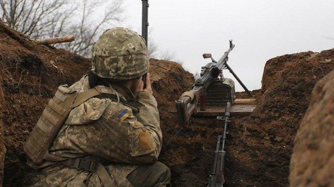 Бойовики 18 разів гатили по позиціях ЗСУ, поранений український військовий