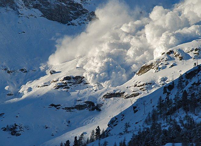 Зібралися в гори? Рятувальники попереджають про небезпеку сходження лавин у Карпатах