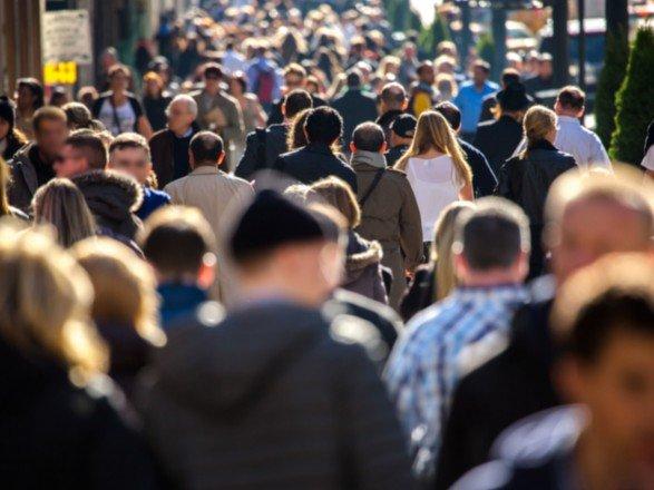 Половина українців вважають: іншим людям довіряти не можна, а владі й поготів…