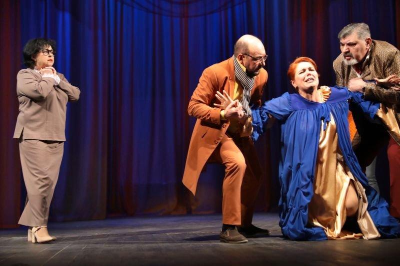 «Любов без гриму», життя за кулісами і пошуки щастя: тернопільські шевченківці підготували прем'єру ліричної комедії (ФОТО)