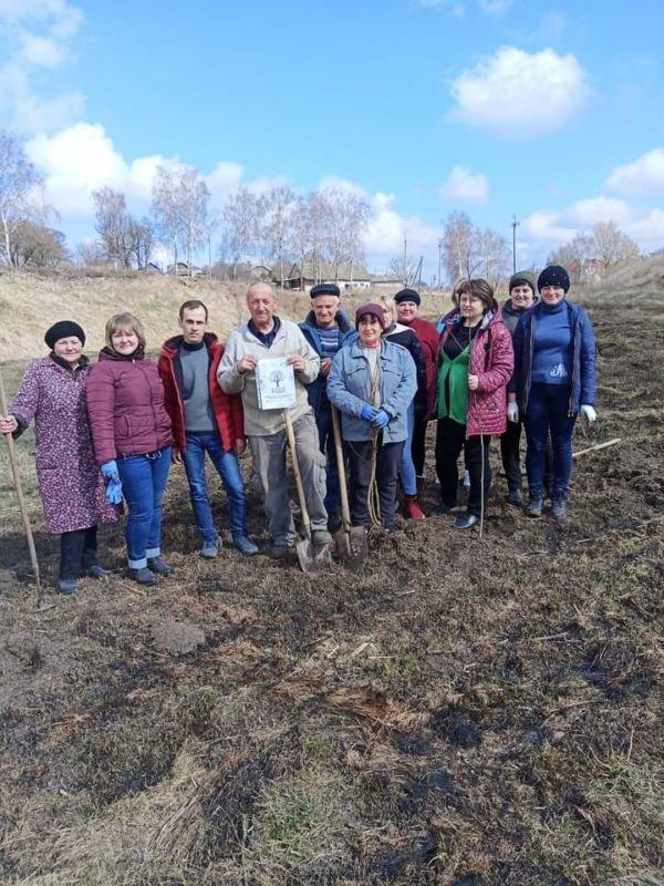 Один мільйон дерев – за добу у 100 країнах світу: працівники Гримайлівської селищної ради долучилися до озеленення планети