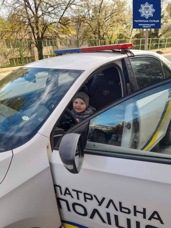 На Великдень патрульні поліцейські здійснили мрію маленького тернополянина