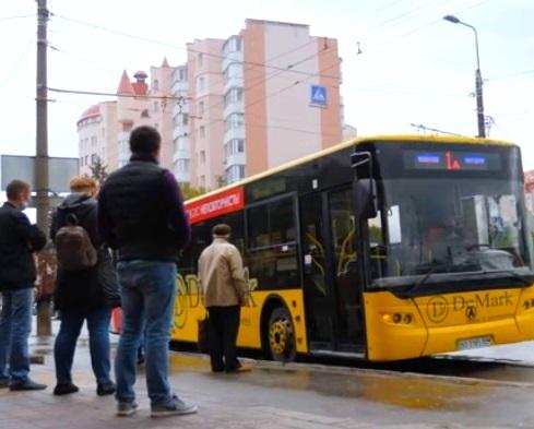 Пенсіонери віднині можуть безкоштовно їздити громадському транспорті Тернополя без обмежень у часі