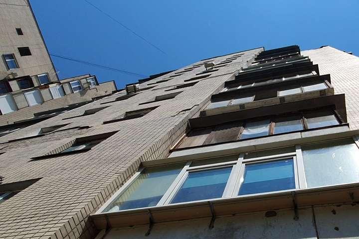 Оковита потягнула тернополянина на «подвиги»: злазив із балкону 8-го поверху, бо не хотів жити