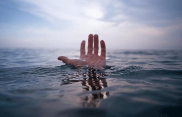 На Тернопільському ставі ледь не втопився чоловік