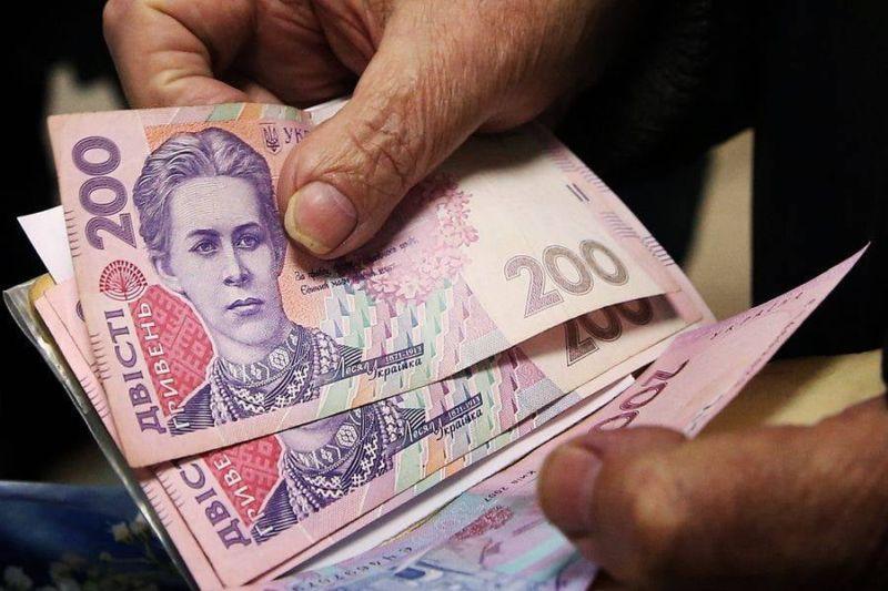 Обіцяючи компенсацію за неякісний товар, шахраї видурили у 70-річної тернополянки майже 100 000 гривень