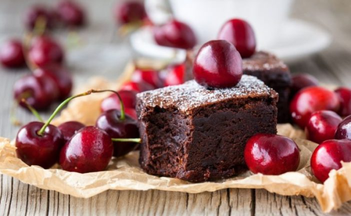 Час вишневих пирогів: готуємо особливі літні десерти
