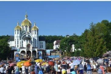 Зарваниця об'єднала в молитві десятки тисяч вірян з усієї України
