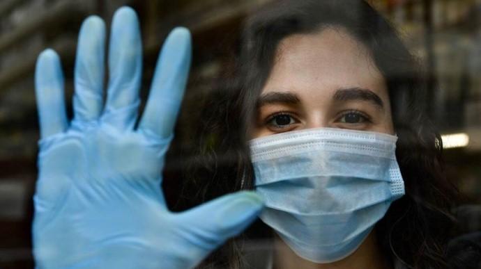 У неділю COVID виявили у 4 821 українця, 2 тисячі хворих госпіталізували