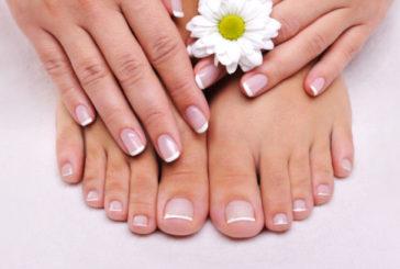 Грибок на нігтях у спеку лікують сіллю