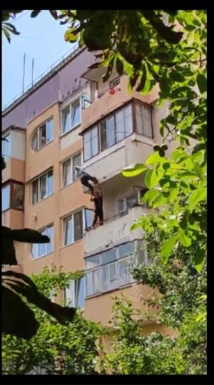 У Теребовлі на Тернопільщині врятували 81-річну бабусю, що випала з балкона (Відео)