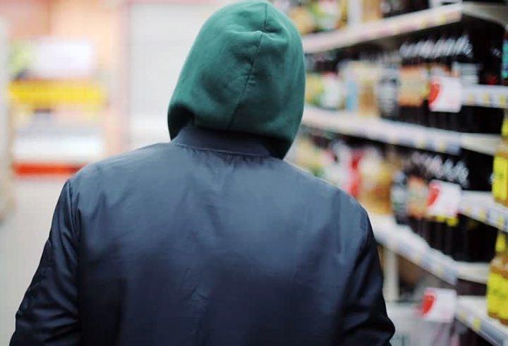 У Тернополі «магазинний» грабіжник потрапив під «опіку» швидкої та поліції