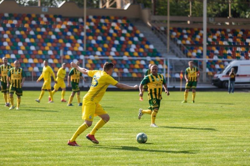 Команда податківців у Тернополі зіграла футбольний матч із Національною збірною України з футболу серед ветеранів