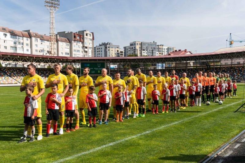 У Тернополі відбувся матч із легендами українського футболу