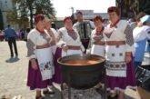 Борщів на Тернопільщині вражав неймовірними вишиванками, а місцеві господині зварили 1200 літрів борщу (фоторепортаж)