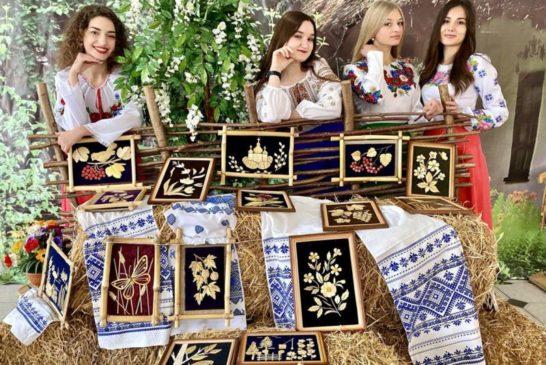 У ЗУНУ виставка картин «Рукотворне диво» (фото)