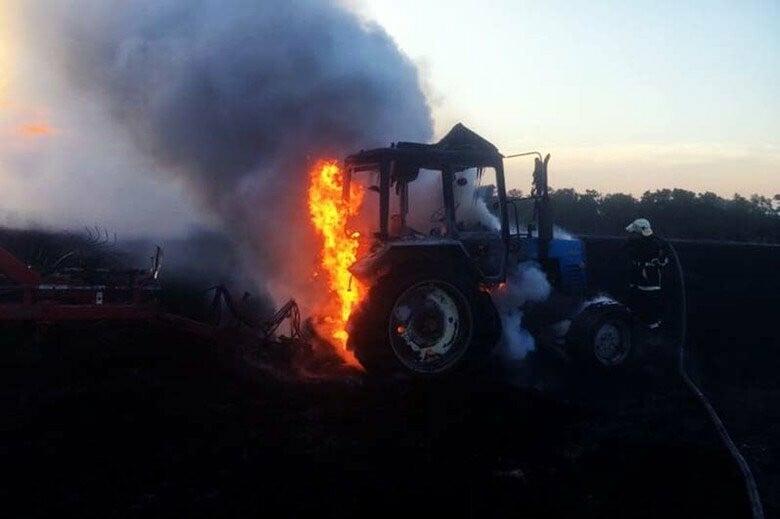 На Тернопільщині горіли одразу два трактори